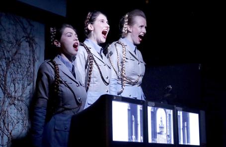 Сцена из спектакля «Занос».