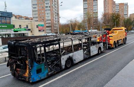 Сгоревший аввтобус.