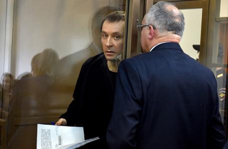 Полковник Захарченко заявил, что в обмен на показания на неких людей ему обещали «до шести лет»