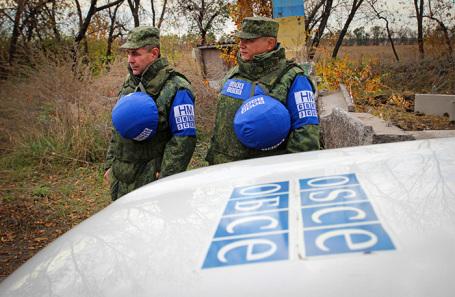 Представители Совместного центра по контролю и координации режима прекращения огня на востоке Украины.