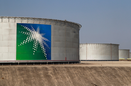 Нефтяные резервуары Saudi Aramco. Саудовская Аравия.