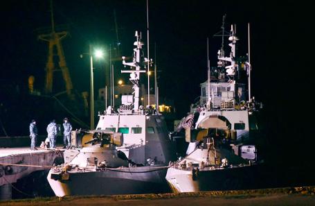 Переданные Украине военные корабли «Бердянск», «Никополь» и буксир «Яны Капу» в порту Очакова.
