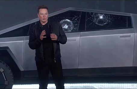 Илон Маск во время презентации Tesla Cybertruck.