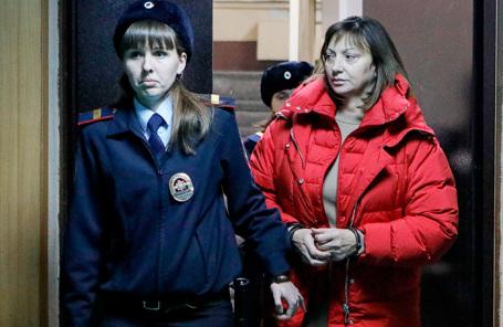 Ирина Голосная (справа) в Пресненском суде.