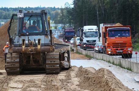 Строительство одного из участков ЦКАД в Московской области.