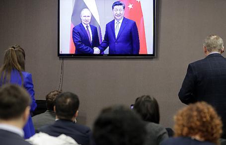 Владимир Путин и Си Цзиньпин во время церемонии начала поставок по «восточному» маршруту в режиме телемоста.