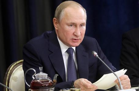 Президент РФ Владимир Путин во время встречи с представителями деловых кругов Германии в Сочи.
