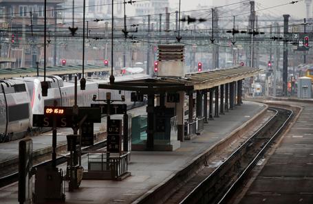 Неработающая железнодорожная станция в Париже.