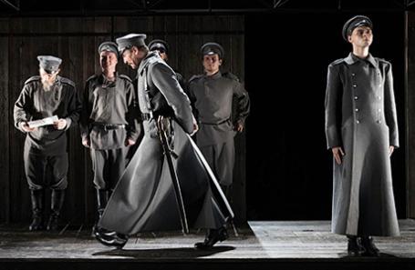 Сцена из спектакля по роману «Сахарный немец».