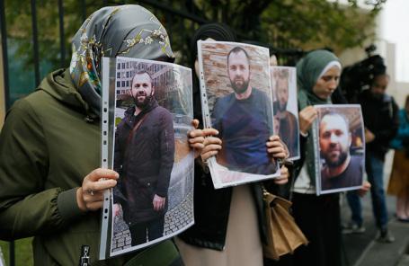 Акция протеста возле посольства Германии в Тбилиси в связи с убийством Зелимхана Хангошвили в Берлине.