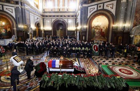 Церемония прощания с Юрием Лужковым в храме Христа Спасителя.