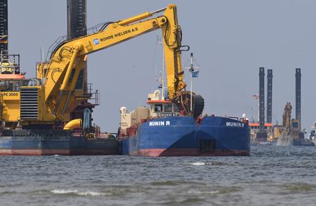 Работы по прокладке труб газопровода «Северный поток — 2» в Грайфсвальдском заливе. Германия.