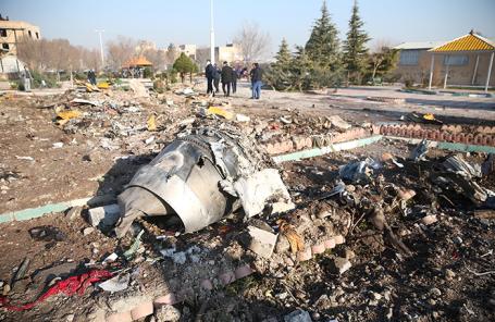 На месте крушения Boeing 737 в Тегеране.