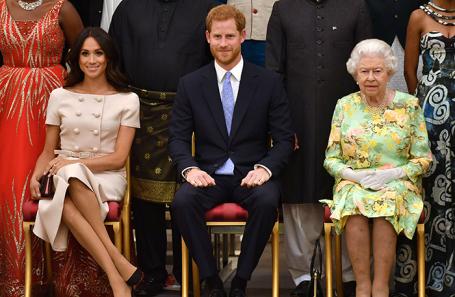 Королева Елизавета II, принц Гарри и герцогиня Сассекская.