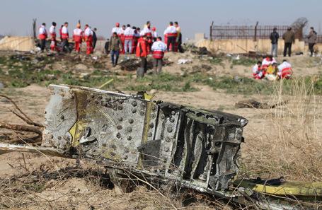 Поисковые работы на месте крушения Boeing 737 украинских авиалиний.