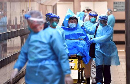 Госпитализация человека с подозрением на коронавирус в Гонконге.