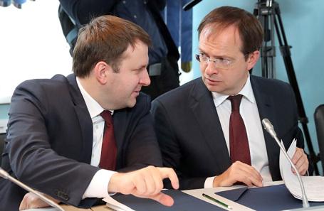 Максим Орешкин и Владимир Мединский (слева направо).