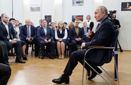Владимир Путин во время встречи с представителями общественности по вопросу подготовки кадров для экономики и социальной сферы. Череповец, 4 февраля 2020 года.