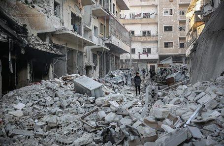 Последствия ракетного обстрела в сирийской провинции Идлиб.