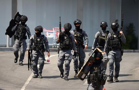Сотрудники спецназа после операции по ликвидации военнослужащего.