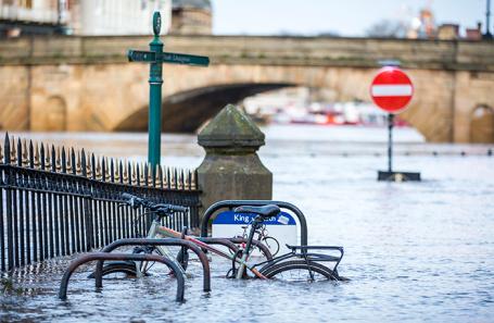Последствия урагана «Сиара» в Йоркшире. Великобритания.