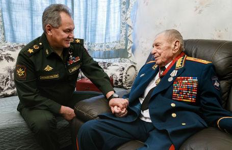 Министр обороны РФ Сергей Шойгу и маршал Советского Союза Дмитрий Язов.