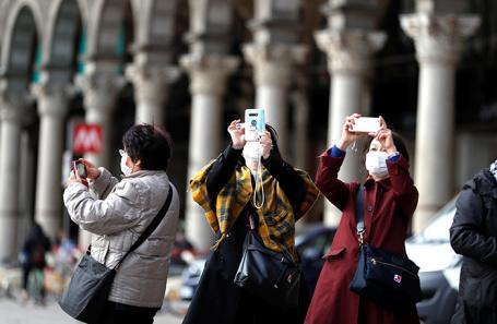 Туристы из Италии в Китае.