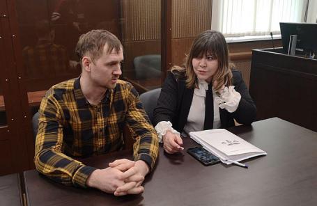 Михаил Квасов и его адвокат Ольга Пельше.