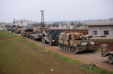 Конвой турецкой военной техники в сирийской провинции Идлиб.