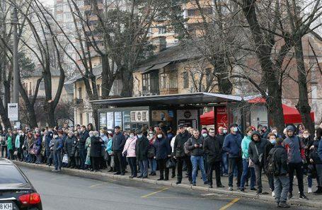 Автобусная остановка в Киеве.