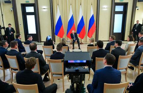 Владимир Путин в Ново-Огареве на встрече с представителями предпринимательского сообщества.