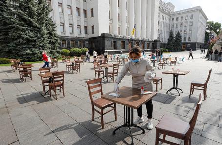 Акция рестораторов в Киеве у здания администрации президента Украины с требованием снять ограничения на работу общепита.