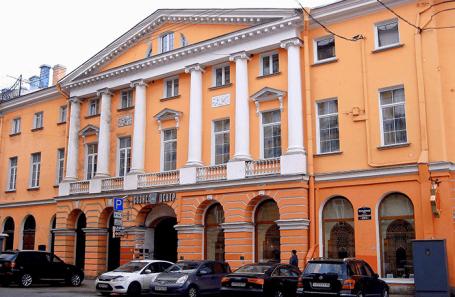 Здание, где размещается Санкт-Петербургская валютная биржа.