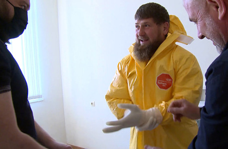 Рамзан Кадыров во время посещения больницы, где лечат пациентов с коронавирусом в Грозном. Апрель, 2020 год.
