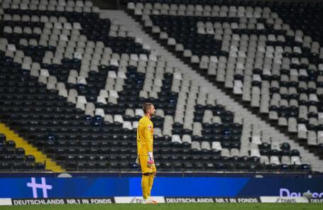 Кевин Трапп из «Айнтрахта» во время матча бундеслиги 26 мая 2020 года, которая проходит без зрителей.