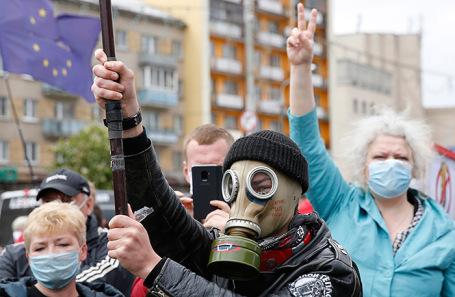 Митинг и сбор подписей в поддержку оппозиционных кандидатов в президенты Белоруссии в Минске.
