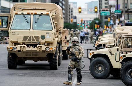 Национальная гвардия во время беспорядков в Филадельфии, Пенсильвания, США.