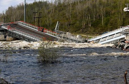 Обрушение железнодорожного моста в Мурманской области.
