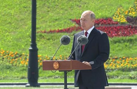 Владимир Путин во время праздничных мероприятий на Поклонной горе.