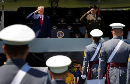Дональд Трамп на торжественной церемонии вручения дипломов Военной академии США в Вест-Пойнте.
