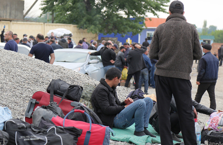 Граждане Азербайджана в палаточном лагере в Дагестане.