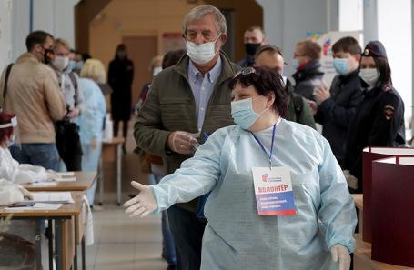 На избирательном участке в Екатеринбурге.