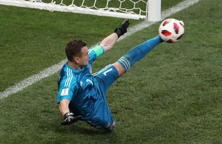 Игорь Акинфеев во время серии пенальти в матче 1/8 финала чемпионата мира по футболу - 2018 между сборными командами Испании и России.
