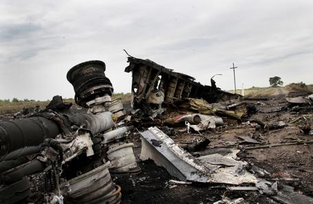 На месте крушения самолета Boeing 777 Malaysia Airlines в Донецкой области.