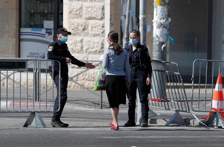 Полиция на границе районов в Иерусалиме, Израиль.