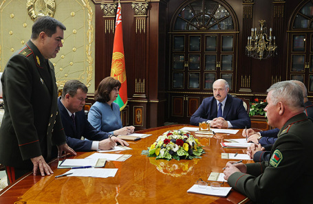 Александр Лукашенко на совещании с членами Совета безопасности Белоруссии.