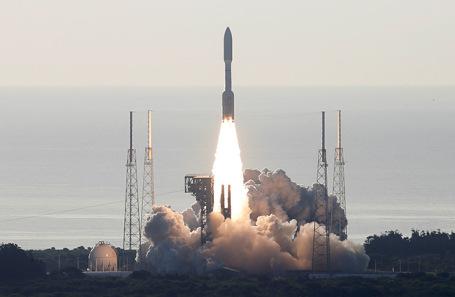 Старт ракеты-носителя Atlas V с марсоходом Perseverance с космодрома на мысе Канаверал (штат Флорида).