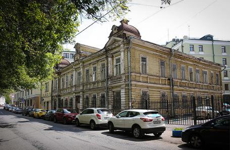 Деревянный дом купца А.В. Крупенникова в Денисовском переулке, построенный в 1912 — 1913 годах по проекту архитектора В.А. Рудановского.
