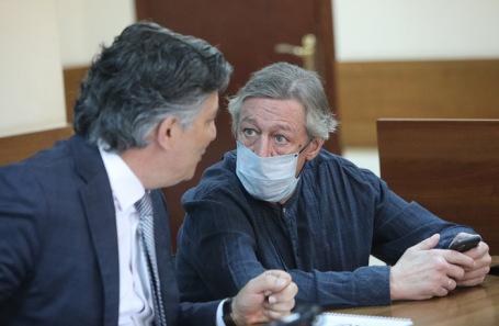 Адвокат Эльман Пашаев и Михаил Ефремов.