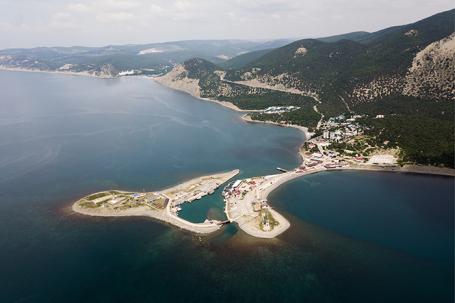 Вид на мыс и остров заказника и поселка Большой Утриш.
